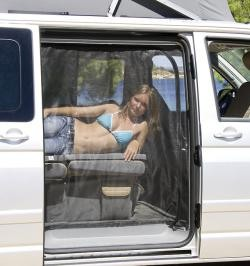 Moskitonetz Flyout VW-T5 California Beach Kombi mit Blechdach Schiebetür-Öffnung