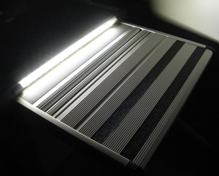 LED-Stufenbeleuchtung für Thule Trittstufen 1 m