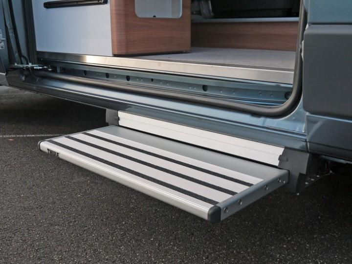Thule Slide-Out Step electric 12 Volt 700 Alu