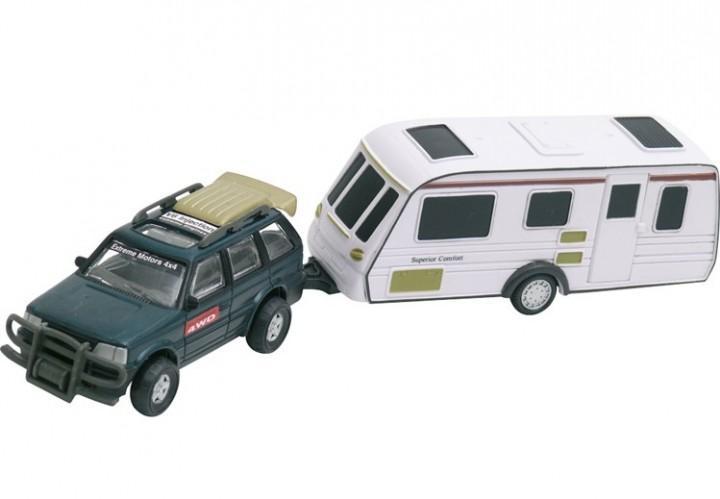 PKW mit Wohnwagen aus Metall