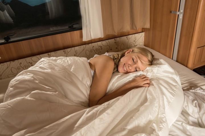 Ganzjahresdecke Comfort Clean 155 x 220 cm weiß